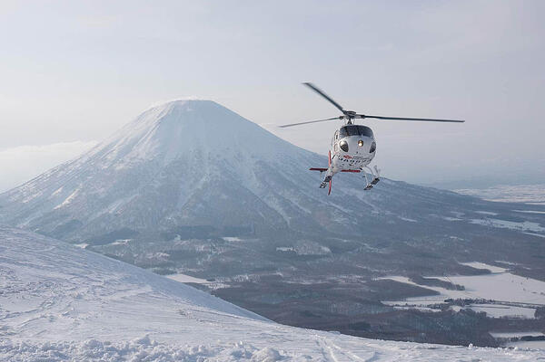 Heli-skiing niseko japan wintersports