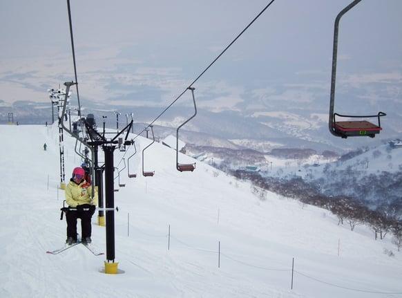 Niseko-lifts-japan-hokkaido-snow