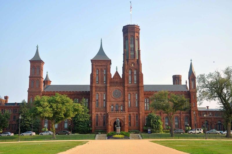 Smithsonian-Institution-building-Castle