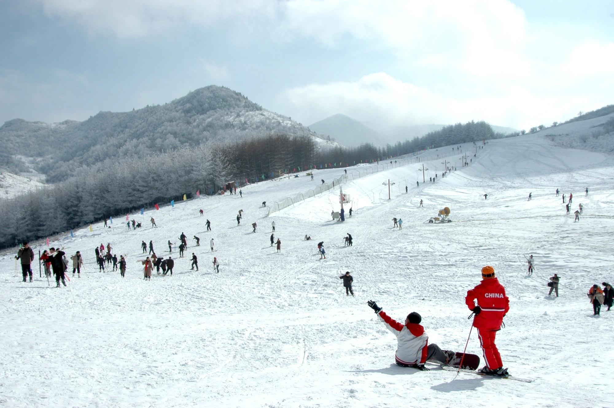 chinese-skiers-ski-resort-business-travel-luxury-report-snow