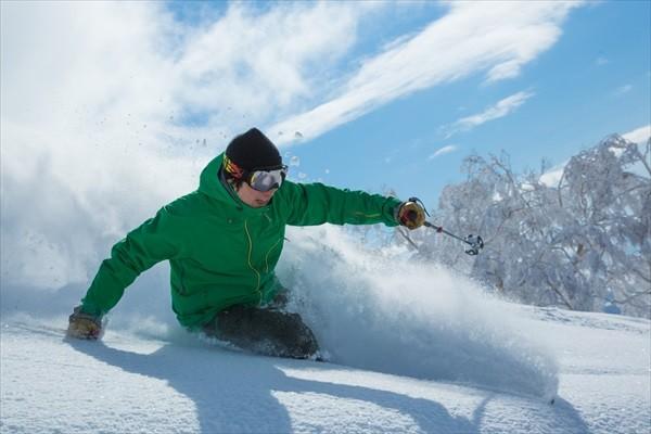 niseko-village-ski-resort-powder-skiing-japan-winter