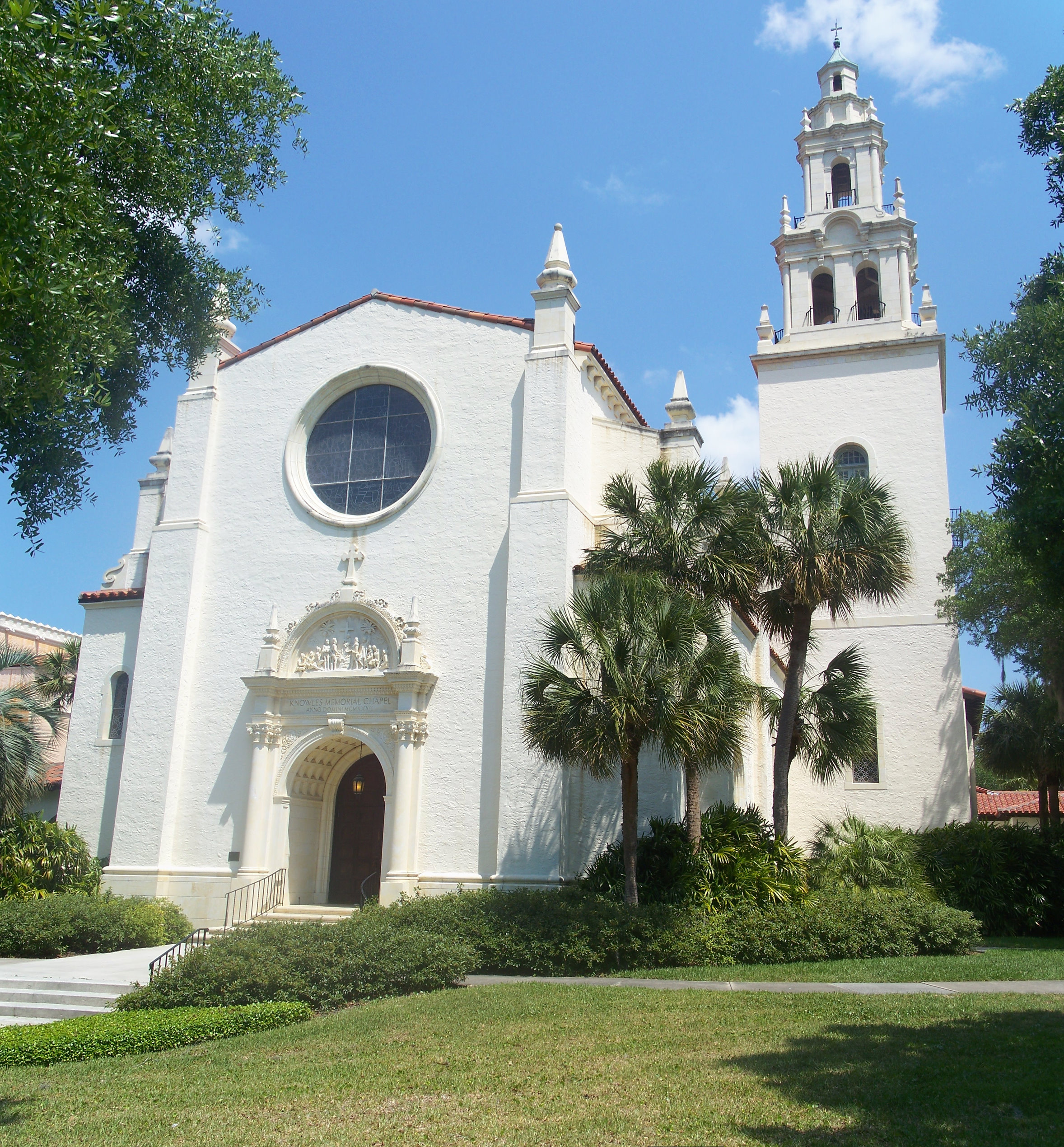 Rollins_College_Knowles_Chapel_tall_pano01